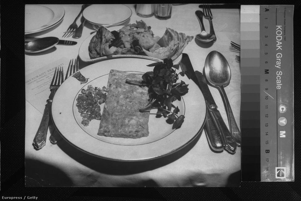 Spam natúrszelet. A Hormel-féle löncshús hamar az amerikai étkezési kultúra részévé vált, a magazinokban receptek, hirdetések tömkelege ajánlotta fogyasztásra, és hamar megjelentek a piacon a konkurens húsipari cégek saját vagdalthúsos konzervei is.