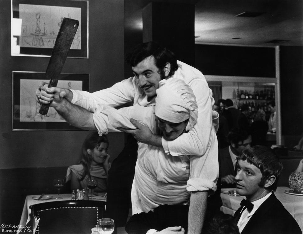 A márka igazán világhírűvé válásához hatalmas lökést adott, amikor 1970 az angol humor etalonja, a Monty Python csoport egy három és fél perces jelenetet készített Spam címmel. (A képen a humoristacsoport három tagja: Terry Jones, John Cleese és Graham Chapman.)