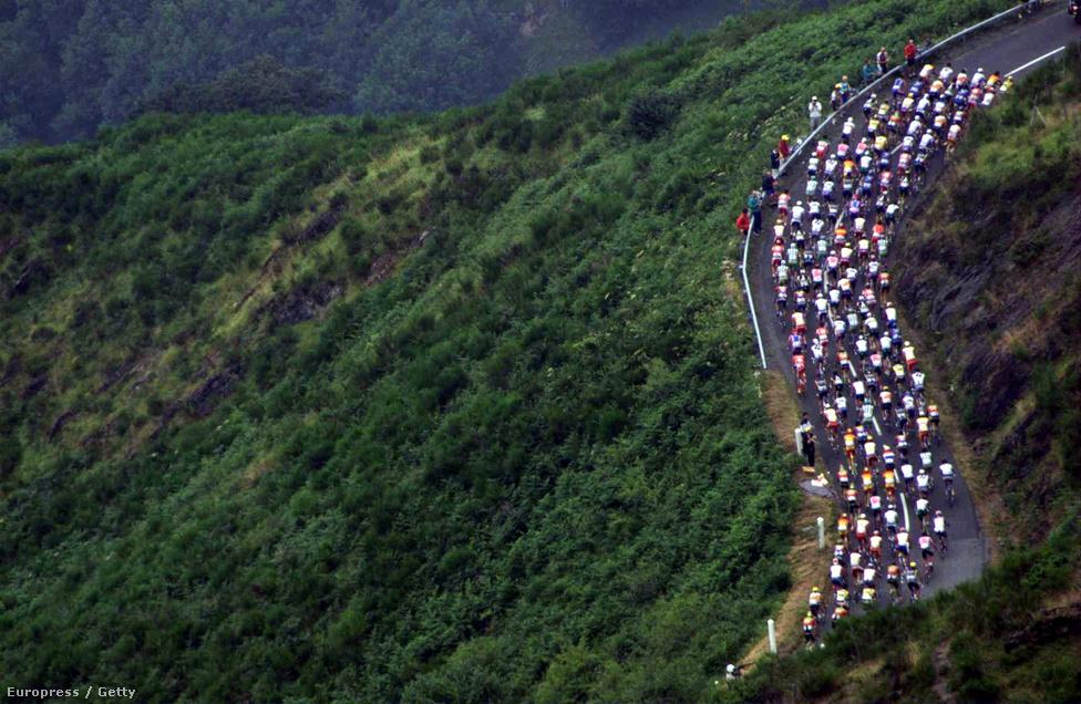 A kerékpárosok verseny közben ritkán gyönyörködnek a tájban, de a televíziós közvetítések kimondva-kimondatlanul az országimázst szolgálják.