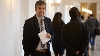 Feljelentést tervez Hadházy a gyanús kispesti útfelújítások ügyében