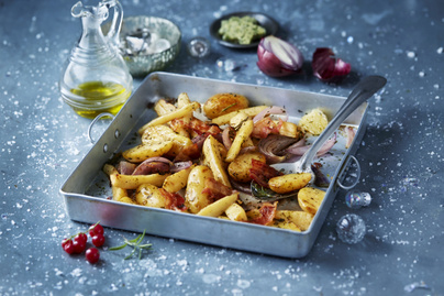 Ropogós, lila hagymás sült krumpli: ünnepi főfogások kedvenc körete