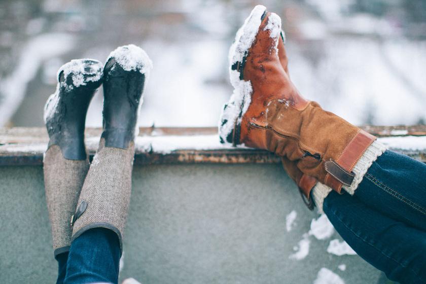 Nem ázik be a csizmád, ha ezt kened rá: olcsó házi trükkök, amik vízhatlanná teszik a cipőt