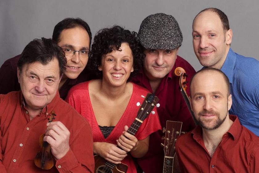 Az Eszter-lánc zenekar.
