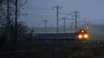Két helyen is vonat gázolt hétfőn