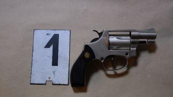 Engedély nélküli gáz-riasztófegyverrel lövöldözött egy tolnai férfi Bátaszéken