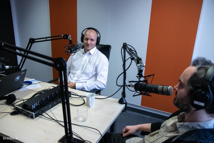 Kovács Krisztián, a Concorde Értékpapír Zrt. üzletfejlesztésért és stratégiai tervezésért felelős igazgatója és Iván András külpolitikai újságíró