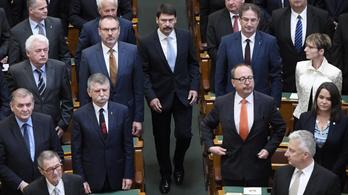 Áder segít be a Fidesznek az évtized utolsó parlamenti ülésén