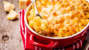 Extra sajtos tészta pirított mandulával és aszalt gyümölcsökkel – ebbe kerüljenek a maradék magvak!