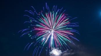 Jótékonyságból lemondják a szilveszteri tűzijátékot a szlovákiai városok