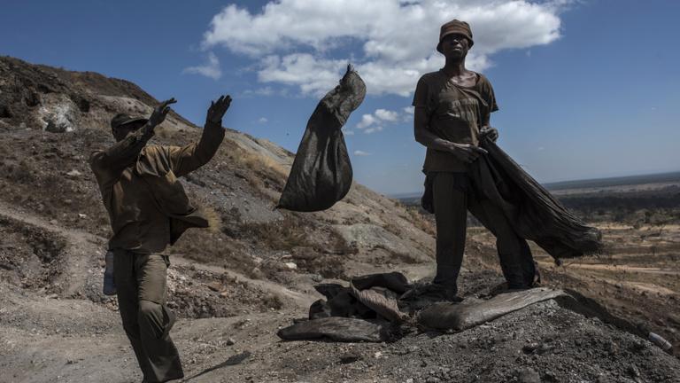 A Google és az Apple ellen is per indult a halálos kongói kobaltbányászat miatt