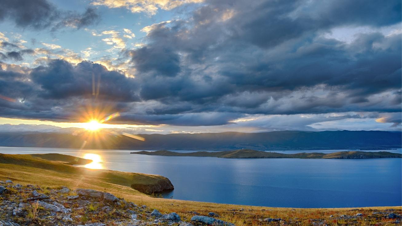 A Föld legmélyebb és legrégebbi tava ámulatba ejtő: a Bajkál-tó szépségét egyszer az életben látni kell