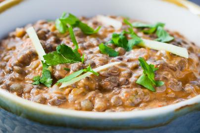 Megmaradt a lencse szilveszterről? Felmelegít a kókusztejes lencsés curry