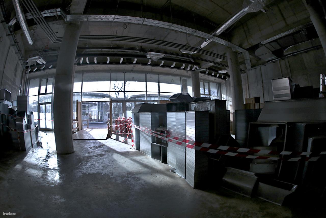 Ez a Biodóm előtere, ahová először lépnek a látogatók.