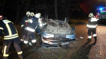 Autóbalesetben meghalt egy ember Kunszentmártonnál
