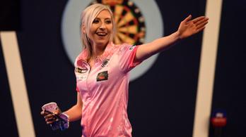Először nyert nő meccset a darts-vb történetében