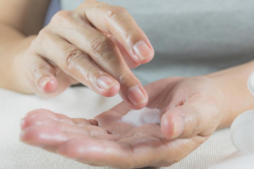 Házi kézpakolás télre, amitől teljesen megújul a bőr: puha és hidratált lesz a kézfej