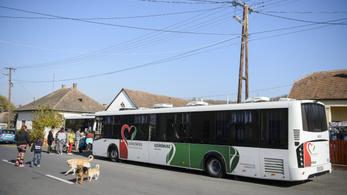 A kormány állítja, nem kell beutaló a szűrőbuszokra