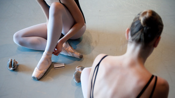 A fogyás érdekében dohányzásra vette rá fiatal diákjait a bécsi Balettakadémia