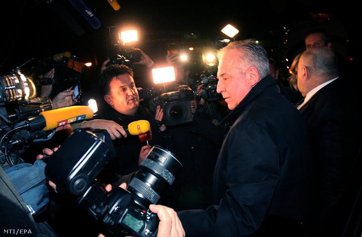 Ivo Sanader nyilatkozik miután kiengedték a remetineci börtönből Zágrábban 2015. november 25-én.