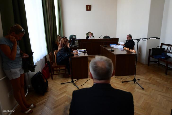 Hernádi Zsolt a Fővárosi Törvényszéken a kiadatásának kezdeményezése ügyén 2018. augusztus 23-án