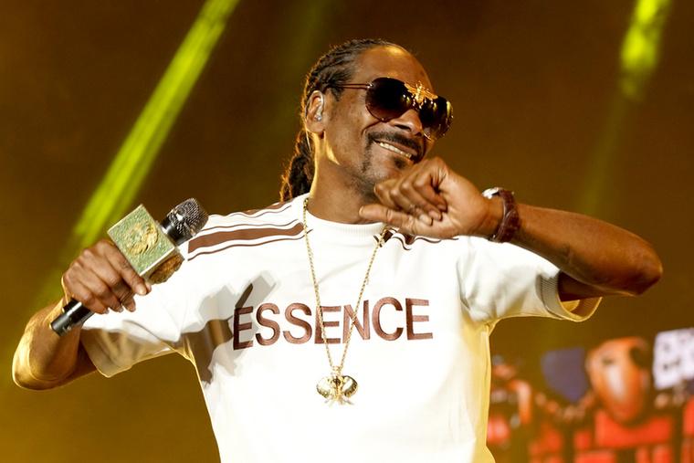 Nem, nem Snoop Dogg halt meg, hanem az unokája