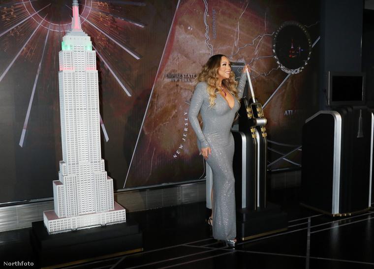 December 17-én a New York-i Empire State Buildingben járt Mariah Carey, hogy így ünnepelje meg legnagyobb slágerének 25