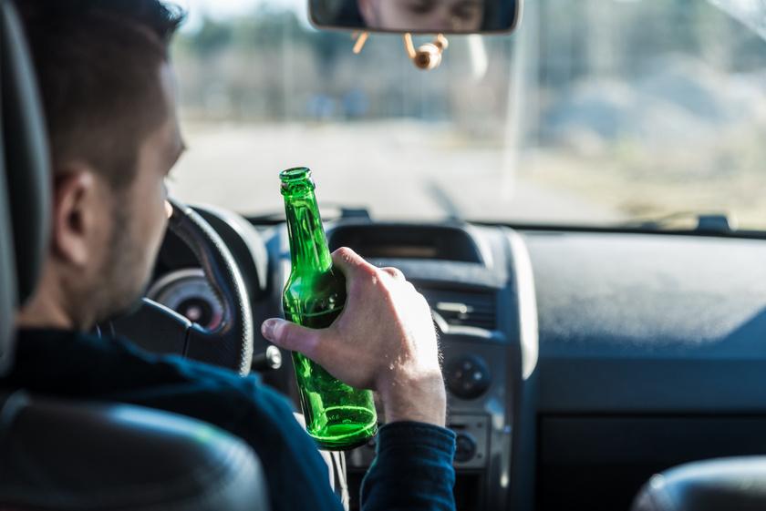 alkohol-sofor-kezeben
