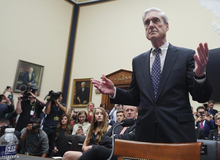 Robert Mueller volt különleges ügyész a Donald Trump amerikai elnök választási kampánycsapatának munkatársai és orosz tisztségviselők közötti esetleges összejátszást vizsgáló egykori bizottság vezetője az amerikai képviselőház igazságügyi bizottságának meghallgatásán a törvényhozás a Kongresszus washingtoni épületében a Capitoliumban 2019. július 24-én.