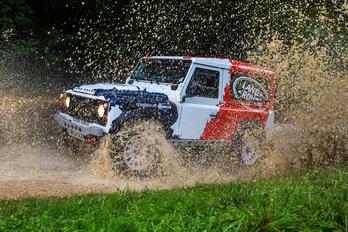 Versenyautó-építő céget vásárol a Land Rover