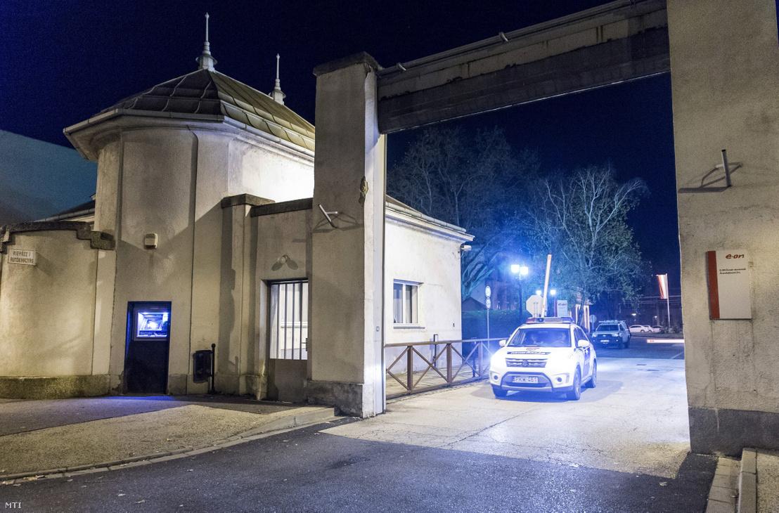 Rendőrautó 2019. december 15-én Győr egyik ipari telephelyén