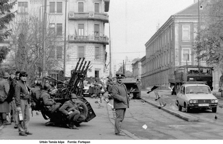 Román katonák és járókelők,Temesvár, Piața Libertății (Jenő herceg tér)