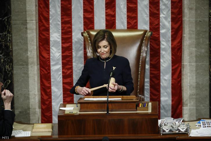 Nancy Pelosi az amerikai képviselõház demokrata párti elnöke a Kongresszus washingtoni épületében a Capitoliumban 2019. december 18-án.