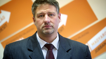 Hadházy: Simonka György jogszabályt is módosíttatott a saját csalássorozata miatt