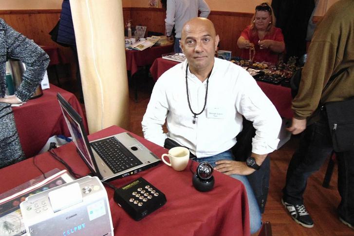 Balogh Lajos Neo és az auracsakra-elemző berendezés