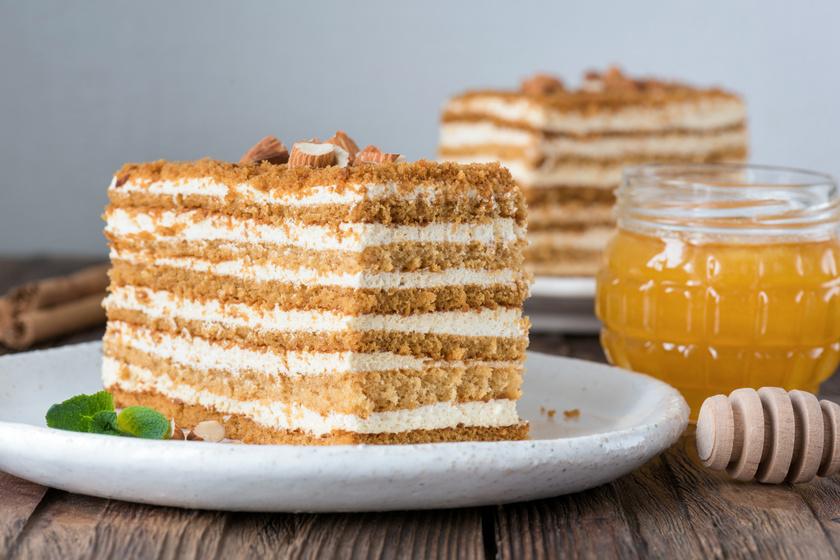 Hatlapos, orosz mézes torta: a tejszíntől és méztől különösen selymes a töltelék