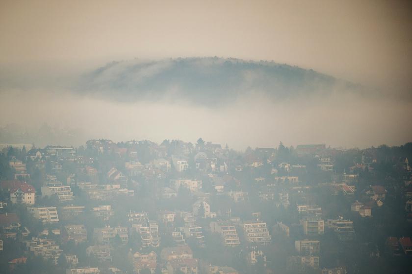 A budai Törökvész városrész látképe a Normafa felől.