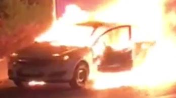 Hatalmas tűzzel égett egy autó Újbudán