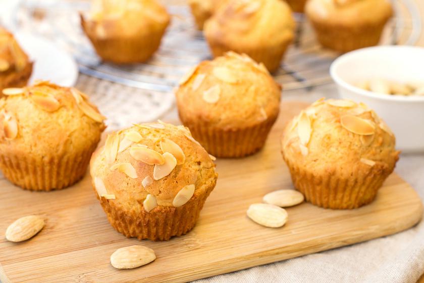 Fehér csokis, mandulás muffin: egyszerre puha és roppanós