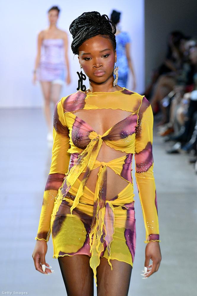 New Yorkból még Kim Shui egyik modelljét mutatjuk, nagyon ravasz ez a megkötős ruci.