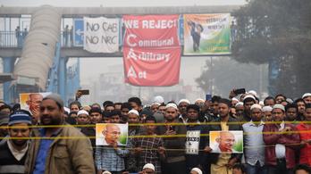 Indiában hat ember már nem tüntethet egy helyen, egyszerre