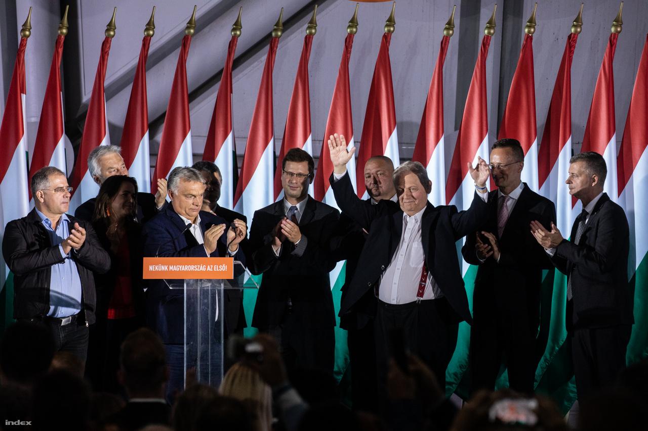 Orbán Viktor miniszterelnök és Tarlós István leköszönő főpolgármester a párt eredményváró rendezvényén az önkormányzati választások napján 2019. október 13-án.