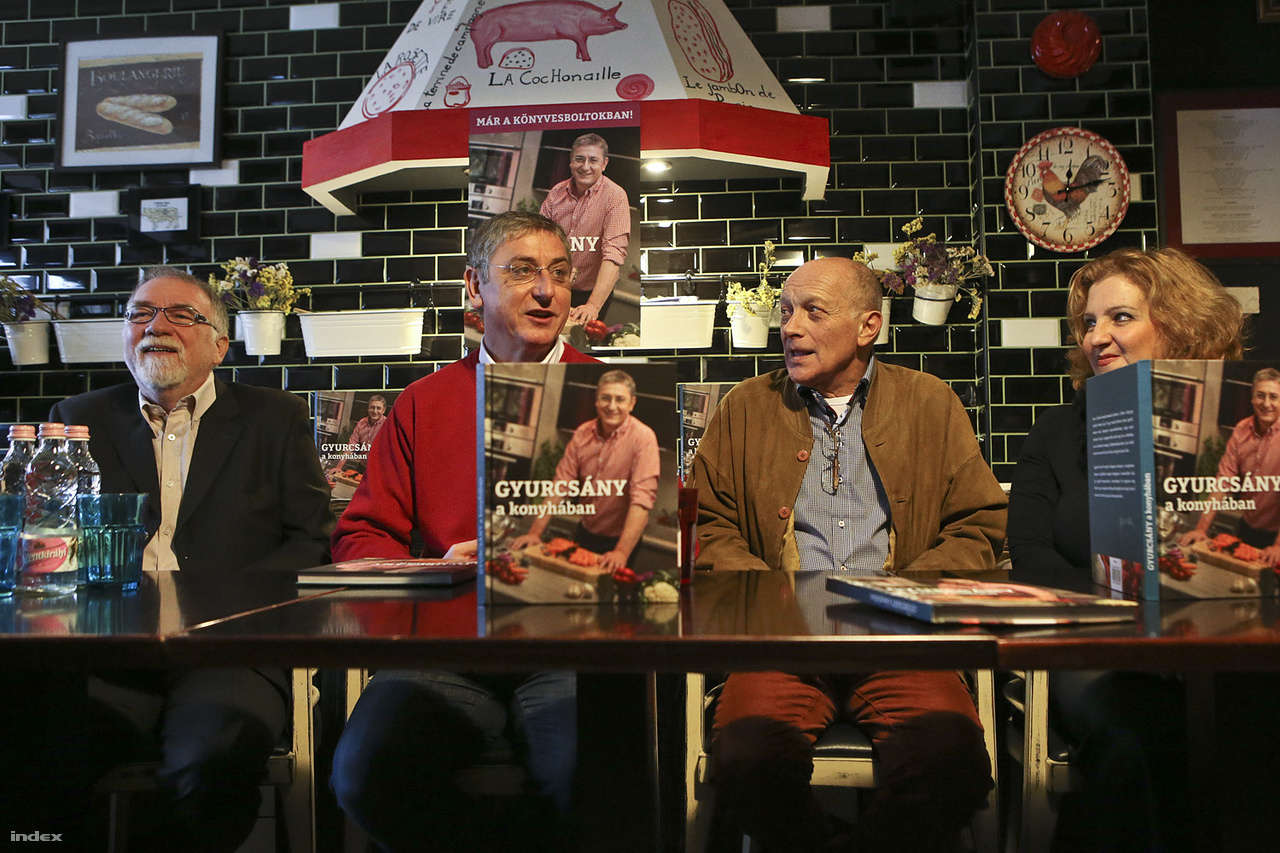 Gyurcsány Ferenc (k), Vágó István (b), Balázsovits Lajos, és Fülöp Zsuzsanna a Gyurcsány a konyhában című könyv bemutatóján 2013. december 9-én.