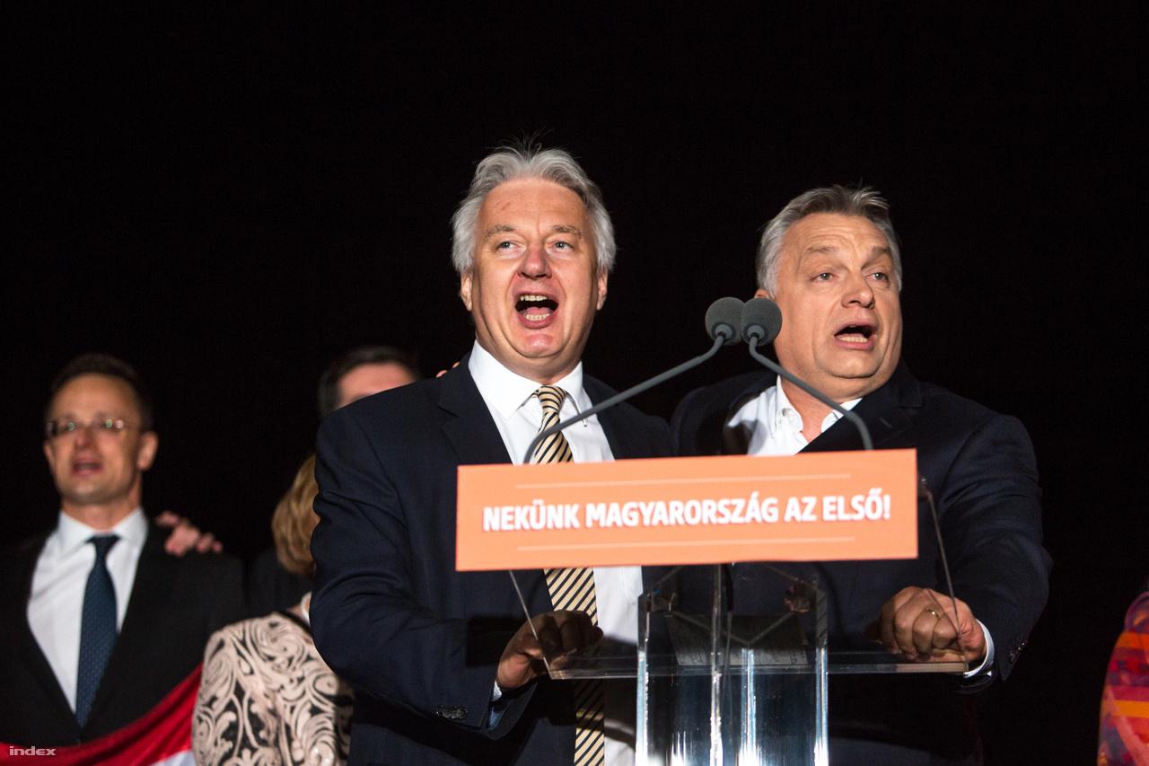 Orbán Viktor miniszterelnök és Semjén Zsolt miniszterelnök-helyettes a Fidesz eredményváróján 2018. április 8-án, az országgyűlési választások napján.