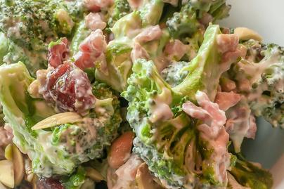 Egyszerre roppanós és lágy brokkolisaláta - Tele van vitaminnal