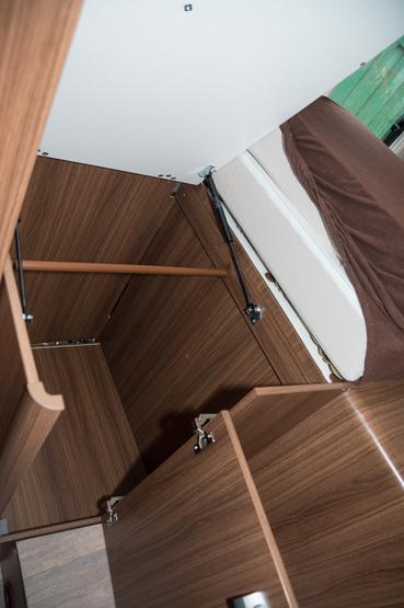 A hátsó ágy alatt is jócskán van hely