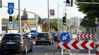 Megáll télre a Szentendrei út felújítása