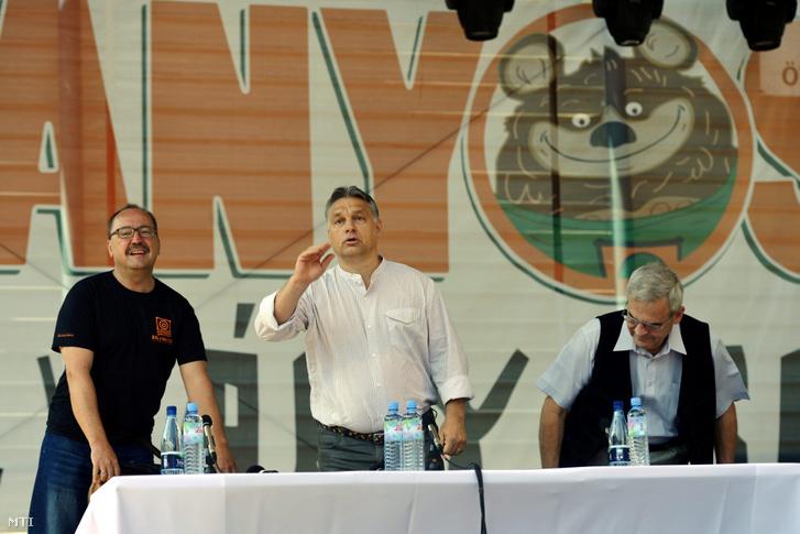 Orbán Viktor miniszterelnök, Németh Zsolt és Tőkés László a 25. Bálványosi Nyári Szabadegyetem és Diáktáborban az erdélyi Tusnádfürdőn 2014. július 26-án