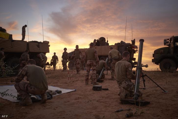 Francia alakulat Maliban, november 9-én, a hármas határ térségében