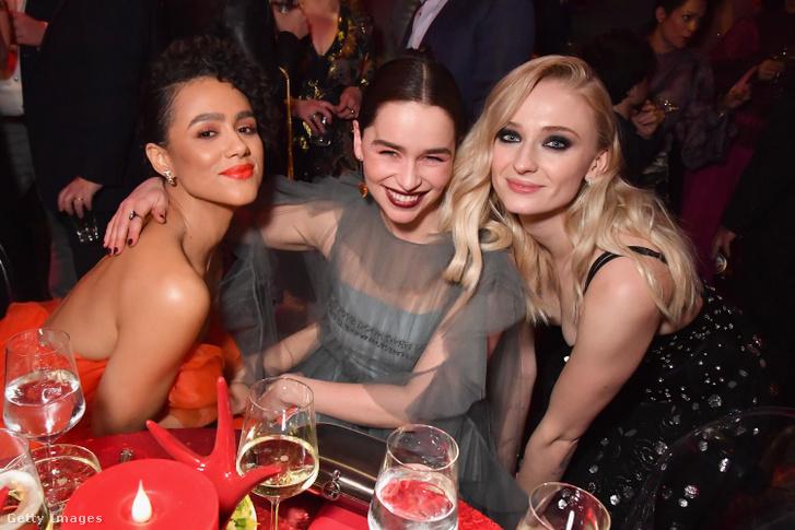 A Trónok harca három színésznője: Nathalie Emmanuel, Emilia Clarke és Sophie Turner.