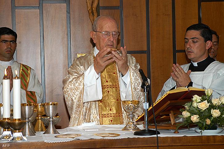 Marcial Maciel ünnepi misét celebrál Rómában, 2005-ben